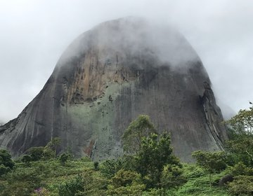 Trilha para a Pedra do Lagarto no Parque Estadual Pedra Azul