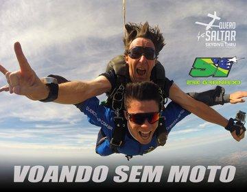 Eric Granado saltando de paraquedas