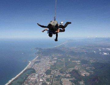 Salto de Paraquedas na Cidade do Rio de Janeiro - RJ