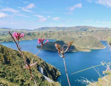 Laguna Cuicocha e o Sandero de las Orquídeas