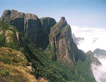 Pedra do Garrafão - Parque Nacional da Serra dos Órgãos.